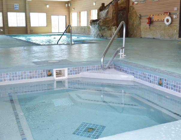 Indoor pool & hot tub at Stafford's Crooked River Lodge